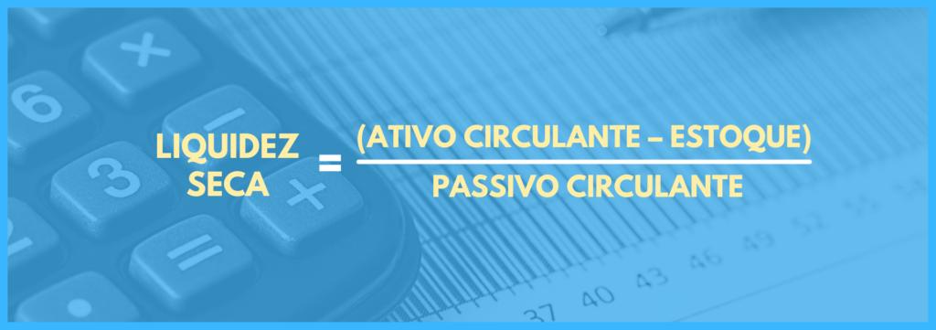 Vemos uma imagem com uma equação que é: ativo circulante menos estoque, dividido por passivo circulante