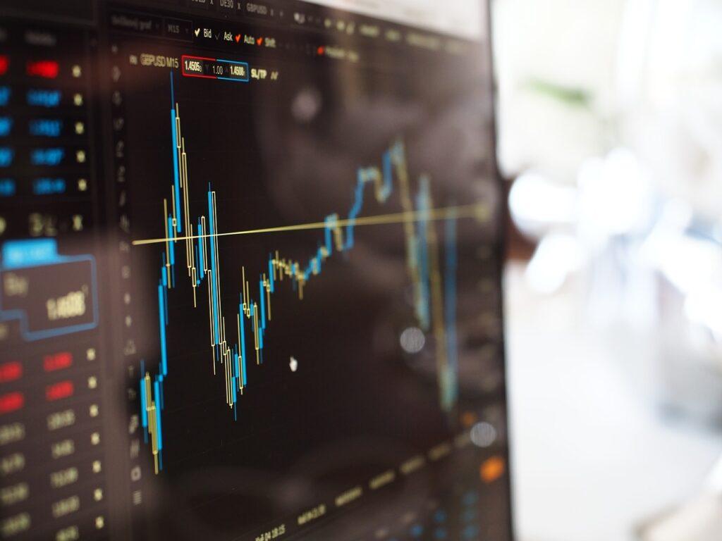 monitor de computador com gráficos da renda variável