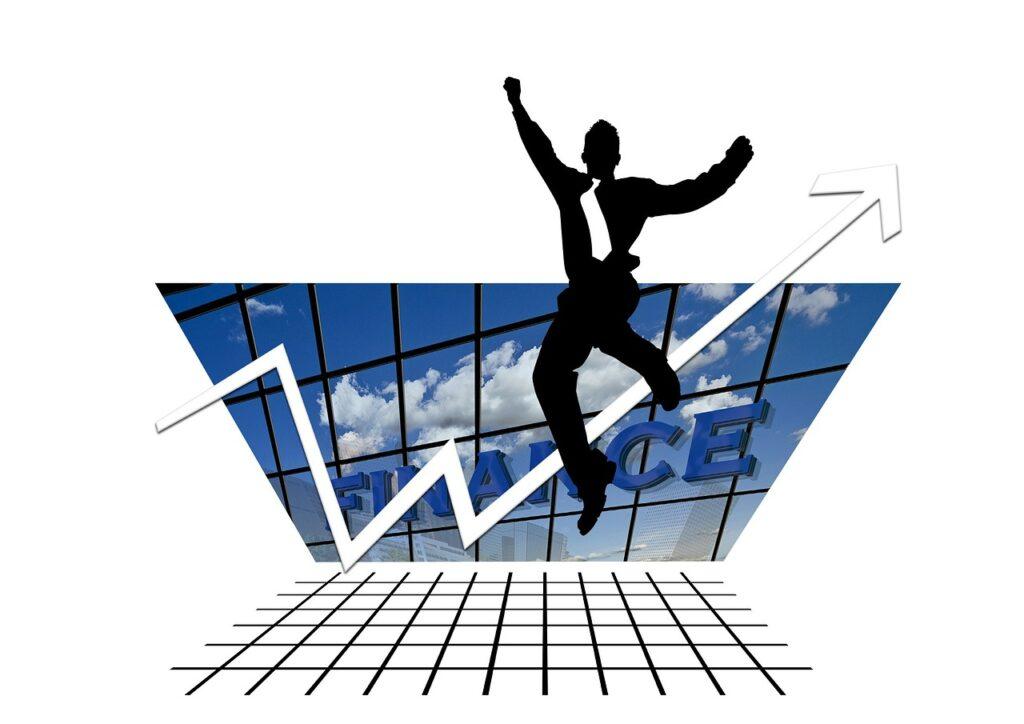 Plano cartesiano com uma seta crescente e um executivo pulando para comemorar os ganhos com mercado futuro